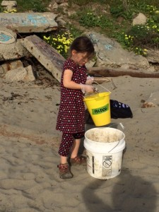Melina cleans the beach